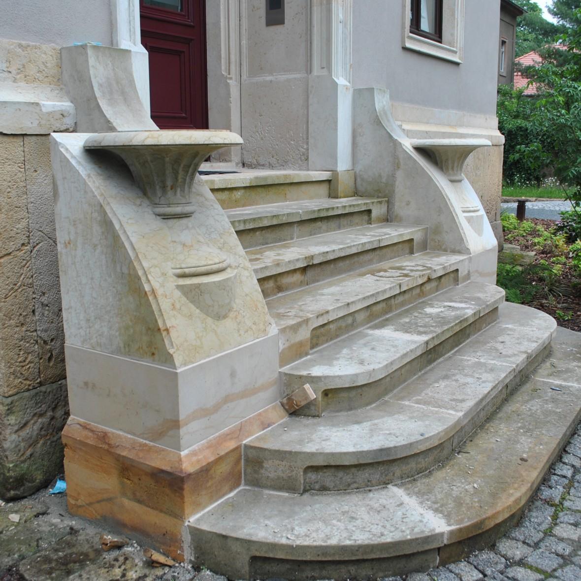 Treppe mit Zierelement