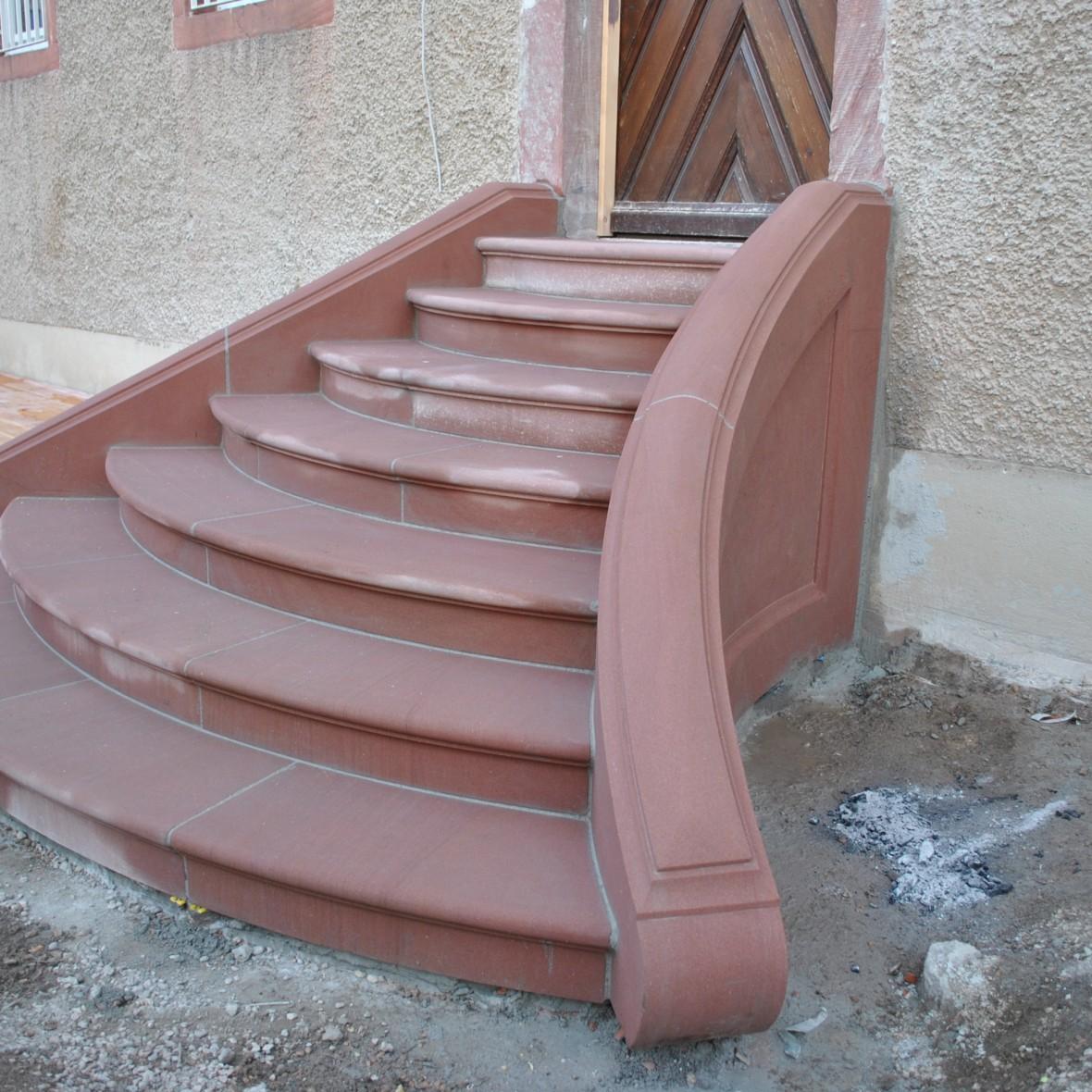 Treppe geschwungen