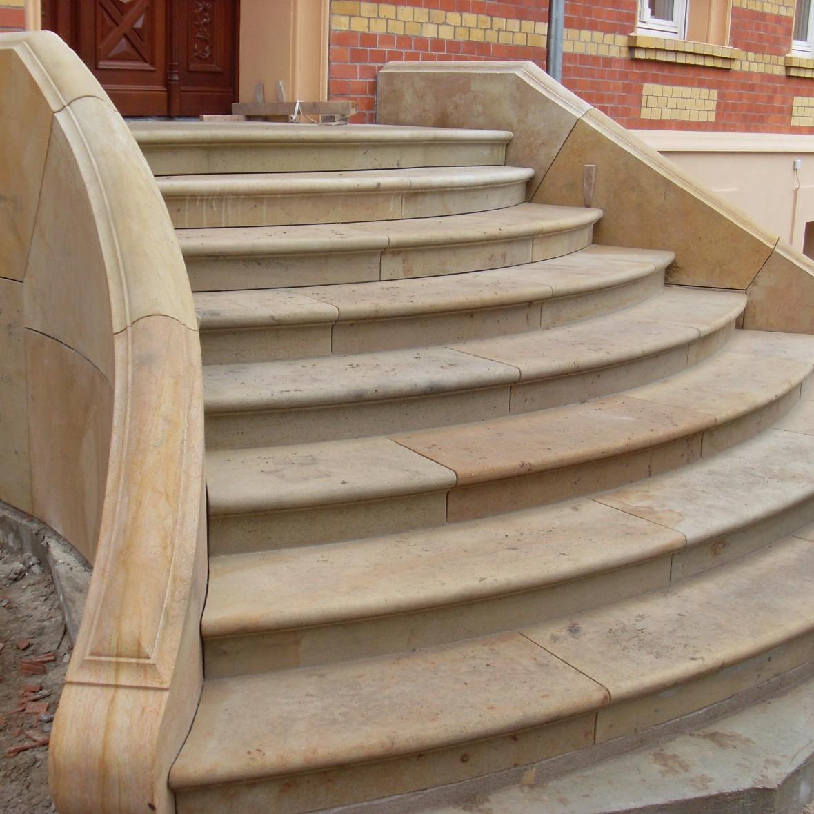 Treppen geschwungen