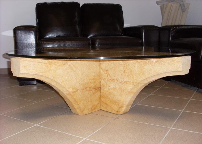 Tisch aus Sandstein und Glas