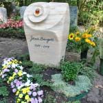 individueller Grabstein aus afrikanischem Sandstein