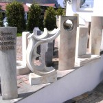 individuelle Grabsteine aus Sandstein